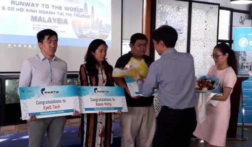 """Startup Việt - """"Đem chuông đi đánh xứ người'"""